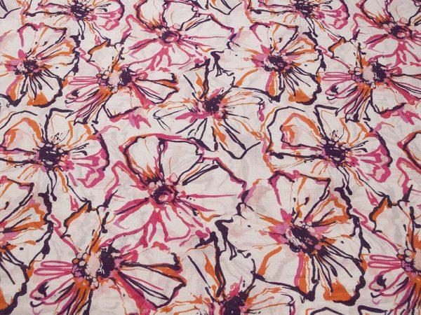Bunter Stoff mit floralem Muster