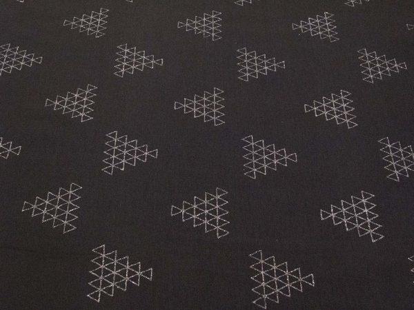 Stoff mit Dreiecken in weiss und schwarz