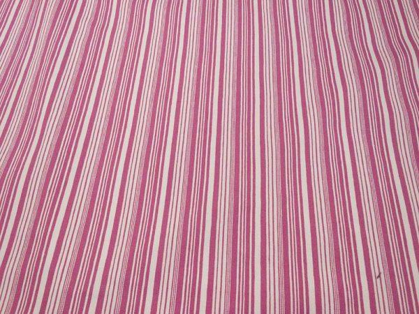 Stoff mit Streifen in rosa und weiss
