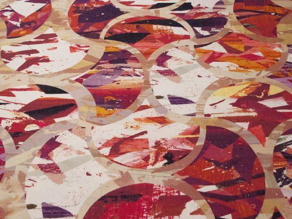 Stoff mit abstrakten roten Farbflächen